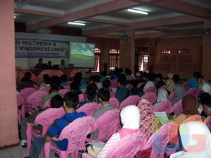 Suasana Sminar Linux Di Auditorium UNIPDU